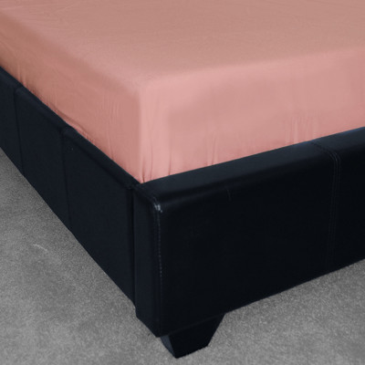 Polycotton Plain Pink Fitted Sheet  (150 Thread Count)